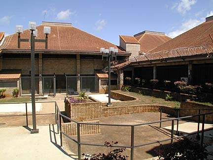 20000419 CTY OCCC 01 In OCCC Prison in Kalihi.  Interior courtyard at OCCC.  photo by Craig T. Kojima